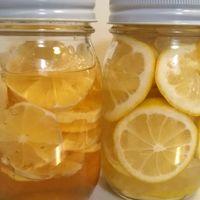 先月収穫したレモンで作りました。 右…...