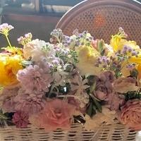 台風で傷んだバラの花をアレンジしまし...