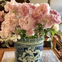 母からもらった陶器製の花入れにアレン...