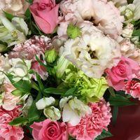 今年の誕生日の花束はピンクが多いでし...