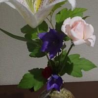 ヤマユリが薫ります。