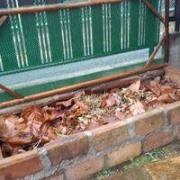 花壇を作る以前に作った 腐葉土たい肥場...
