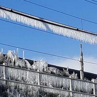 東海道新幹線路線氷瀑