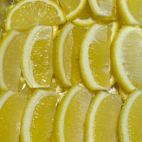 レモンをスライスして冷凍します🍋 ホッ...