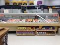 スーパーの魚、シリアル、アイスクリームコーナー