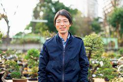 見どころを教えてくれた「国風盆栽展」出品管理委員の木村 剛さん
