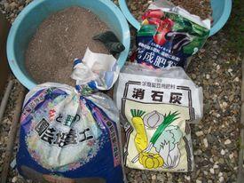 来年のお愉しみ(ストロベリー) 栽培用土を作る