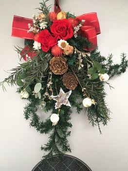 シンフォリカルポス(雪晃木)の白い実を実らせてX'masに飾る! 玄関に飾りました。