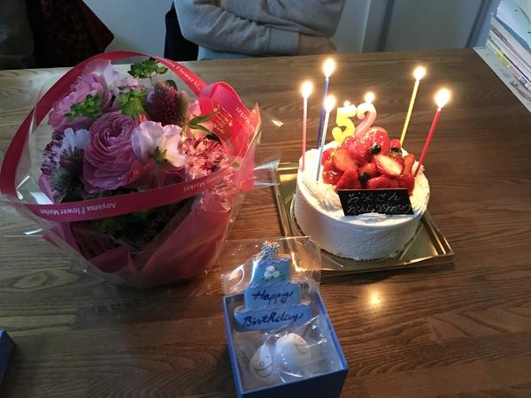 主人の誕生日🎂 3月は花が綺麗ですね。 アレンジメントをするにも 色々な花があってし