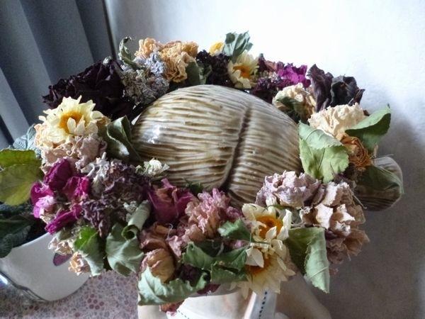 いろいろな花をドライにして、 リースを作りました。 どんな花でもぶら下げたり、スト