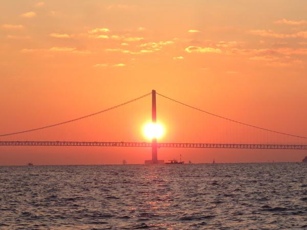 11月28日(火) 明石海峡大橋に昇る日の出