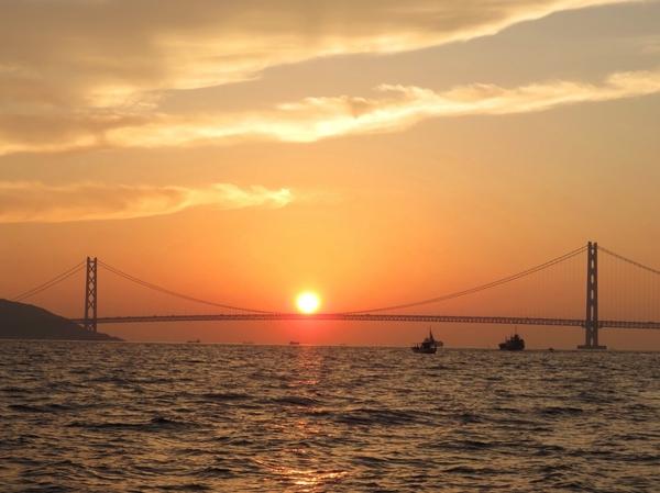 9月24日(日)明石海峡で夜釣りの アオリイカ釣り 明石海峡大橋に沈む夕日 とても