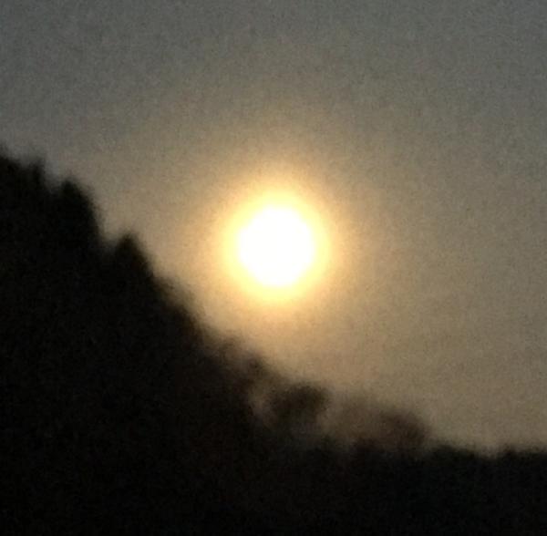 皆既月食は寒さのあまりみなかったです 朝5時半の月
