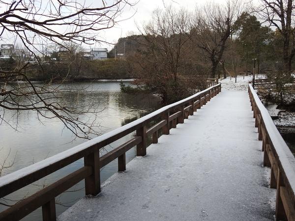 蛇谷池の橋も雪化粧。。。  2018.1.27