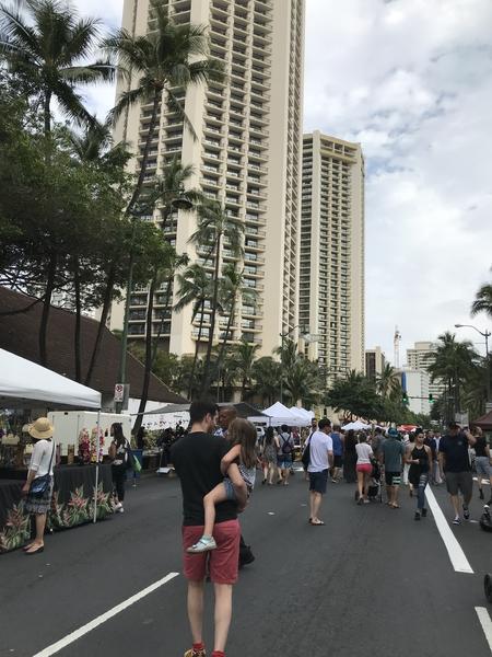 到着した 翌日から 大通りが お祭りをやってました