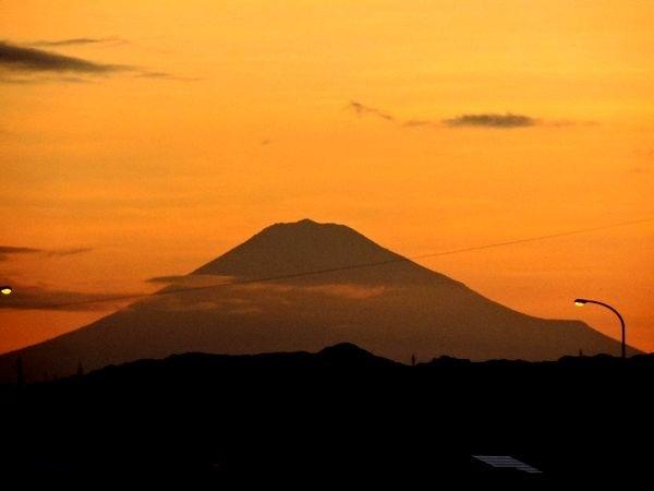 朝焼けと富士山  2019.08.12 早朝・河口公園から