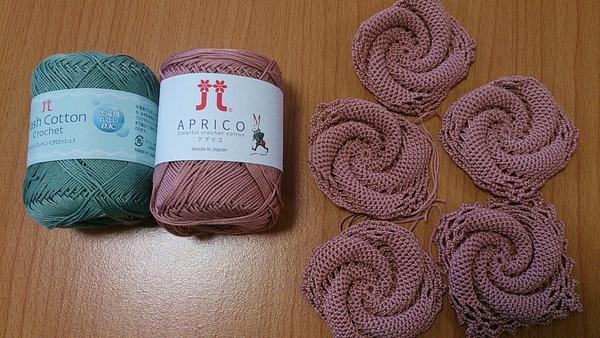 編み物してます♪折り紙折ってます♪