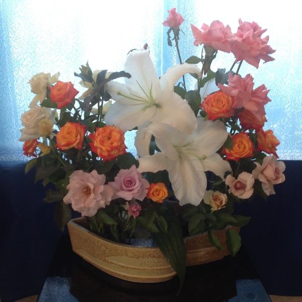 バラ達とカサブランカでアレンジ‼️