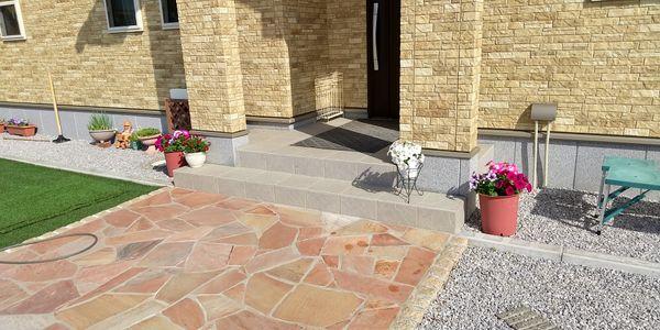 アカシア剪定、十月桜に支柱、玄関様子